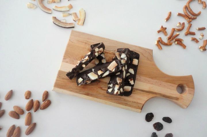 Barres de chocolat maison – Pretzels, noix &canneberges