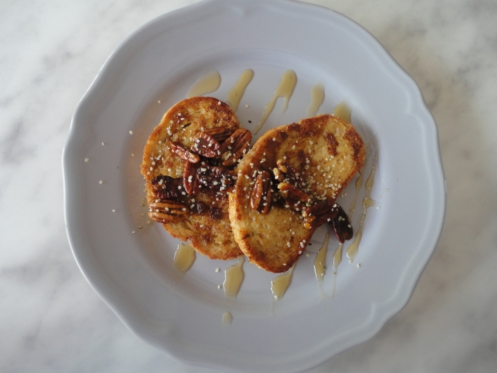 Vegan french toast & caramelized pecans